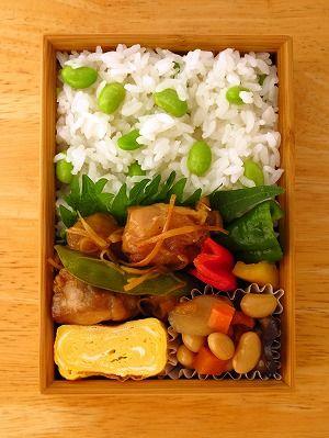 鶏もも生姜のさっぱり煮 浅漬け ・パプリカ(黄) ・ピーマン(赤/緑) 大豆の五目煮 玉子焼き 大葉 枝豆ごはん