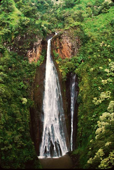 Several tour companies fly over Manawaiopuna Falls, including Blue Hawaiian Helicopters and Jack Harter Helicopters. Visit the Hawaii Tourism Authority site for more tour operators