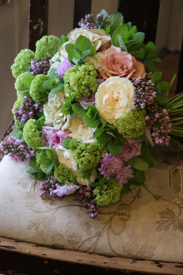 rose,scabiosa and lilac