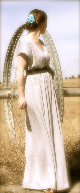 Maxi Dress Tutorial...I'd like to try to make something like this out of a vintage sheet, with a few modifications, instead of jersey knit.