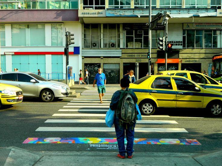 Projeto Arte na Faixa diverte o semáforo da Saens Peña