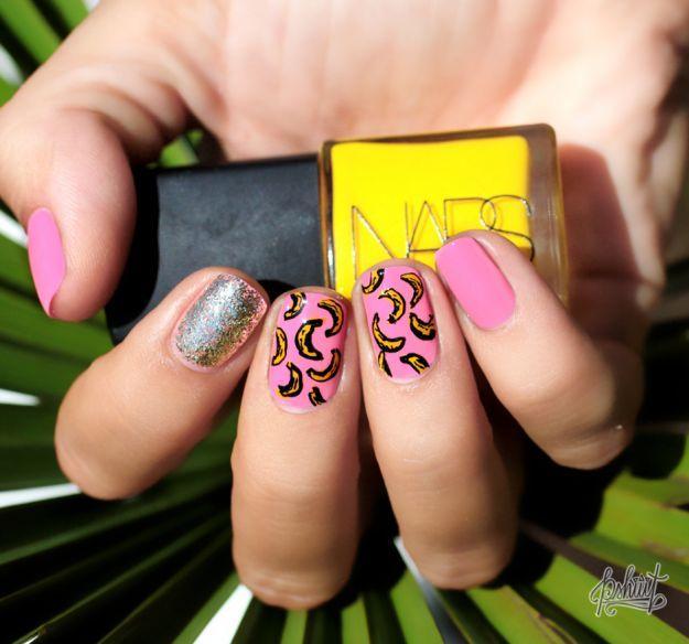 Стильный розовый маникбр с блестками и рисунками бананов на коротких ногтях ::: onelady.ru ::: #nail #nails #nailart #manicure