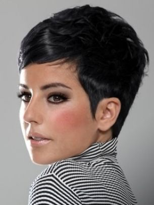 This makes me want to keep my short hair. Too bad my face is too long for this cut, and I would look like my mom in 1992