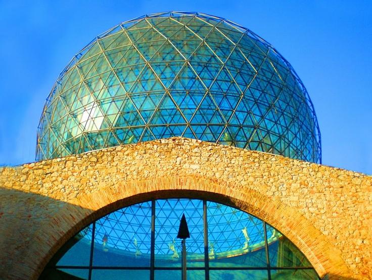 Teatro Museo Dali (torre geodesica). Figueras. ESP.-
