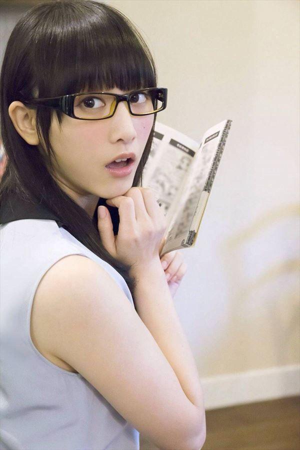 【画像】SKE48 松井玲奈(22)のメガネ+ハイソ姿が天使過ぎるwwwの画像その11