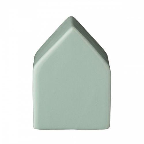 House dekorasjon fra Bloomingville. Hvem vil ikke dekorere sitt hjem med et lite søtt hus i mintgrønn keramikk? En perfekt detalj som gir stil og det lille ekstra til innredningen. Huset passer eksempelvis i bokhyllen, på en stabel bøker, i vinduet eller på en kommode. Mål: Lengde 6 cm, bredde 6 cm og høyde 8 cm. Materiale Keramikk.