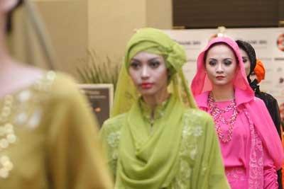 Sulap Baju Biasamu untuk Hari Istimewa. http://koran-jakarta.com/index.php/detail/view01/98515