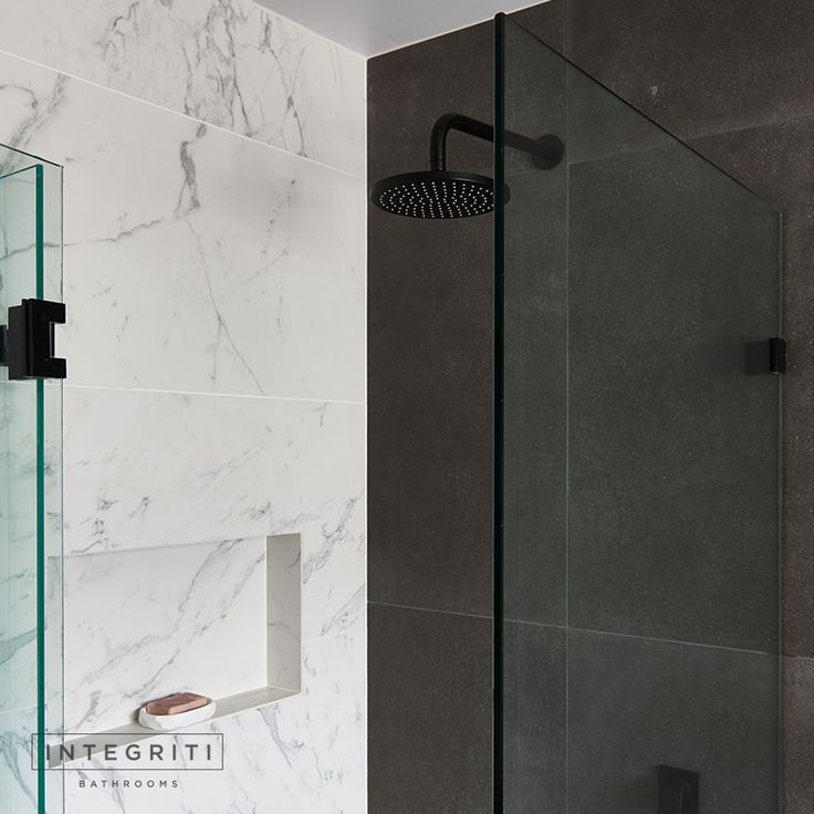 Don't forget to experiment with contrasting colours in your bathroom to really give it a different look and some character. Besides the size of these tiles, they're obviously very different in colour and pattern but still complement each other very well. . #integritibathrooms #custommade #sydneybathroom #interiordesign #bathroom #bathroomremodel #bathroomrenovation
