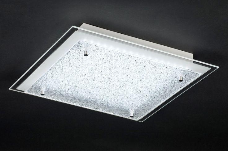 art 11039 Deze led plafondlamp is gemaakt van glas en heeft een vierkante vorm.  Het armatuur bestaat uit twee glazen platen. De eerste plaat is helder en heeft aan de rand een matte rand. De tweede glasplaat die daarop ligt heeft een bewerkte structuur.  http://www.rietveldlicht.nl/artikel/plafondlamp-11039-modern-retro-glas-vierkant