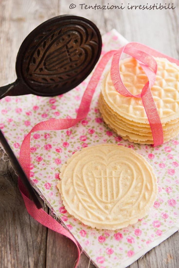 Tentazioni irresistibili: BiscottiIngredienti per circa 14 biscotti   250 g farina 100 g zucchero 60 g burro ammorbidito 1 uovo   Procedimento