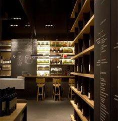 La Vinoteca de Torres à Barcelona. On aime l'utilisation de la typographie sur les murs.