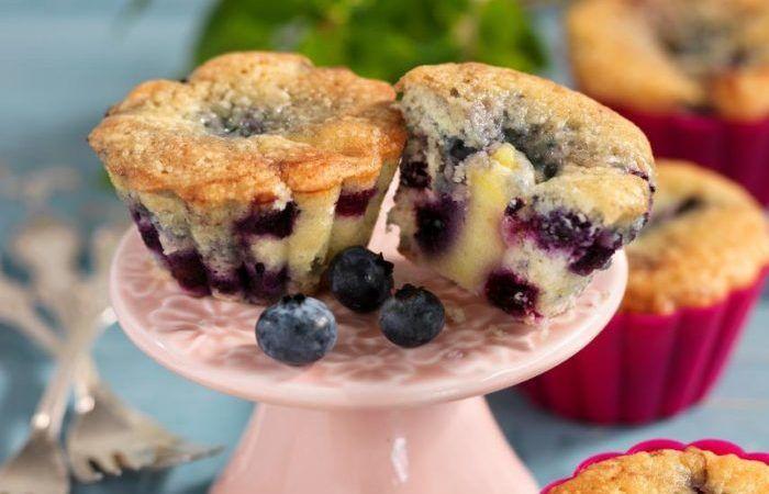 Saftiga muffins med blåbär och krämig vaniljfyllning!