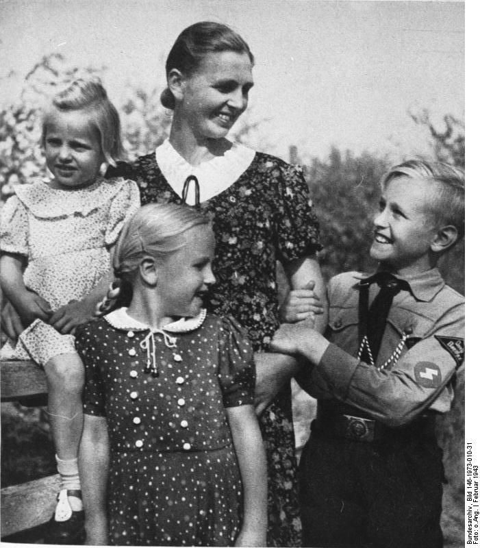German mother with her children (2 Feb 1943 of SS-Leitheft)History, Nazi Propaganda, Wwii, Propaganda Photos, Nazi Germany, German Mothers, Children, Wars Ii, Third Reich