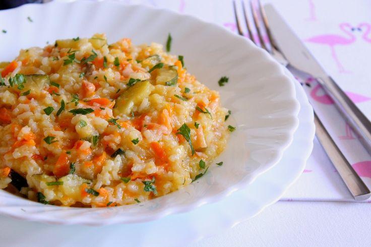 Il risotto con salmone affumicato, zucchine e carote è un primo piatto semplice da realizzara ma che saprà stupirvi per il suo sapore. Ecco la ricetta