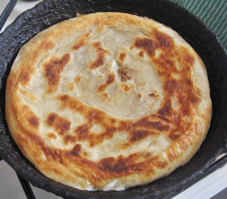 Reteta culinara Placinta cu varza, cartofi sau branza din Carte de bucate, Produse de panificatie. Specific Romania. Cum sa faci Placinta cu varza, cartofi sau branza