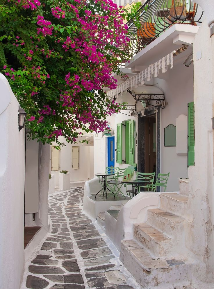 The narrow streets of Mykonos