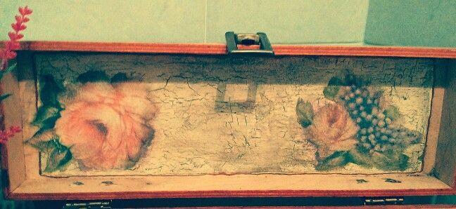 Wood box with decoupage. Scatola in legno con decoupage.