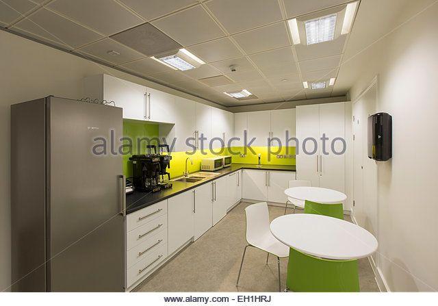 modern-office-interior-with-kitchen-facilities-eh1hrj.jpg (640×447)