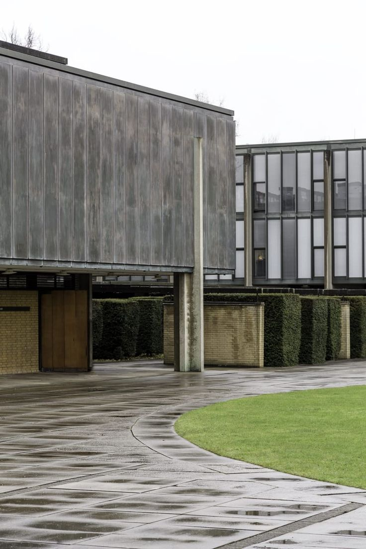 https://divisare.com/projects/380470-arne-jacobsen-steve-de-vriendt-st-catherine-s-college-by-arne-jacobsen?utm_campaign=journal&utm_content=image-project-id-380470&utm_medium=email&utm_source=journal-id-196