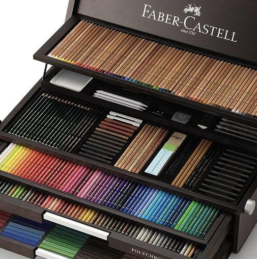 A companhia alemã Faber-Castell vai fazer 250 anos de vida em 2011 e as comemorações já começaram com o lançamento de um set de lápis super exclusivo. O Faber-Castell Birthday Box Set é uma linda caixa repleta com os melhores lápis, crayons e pastels da famosa companhia alemã. A caixa comemorativa dos 250 anos da…
