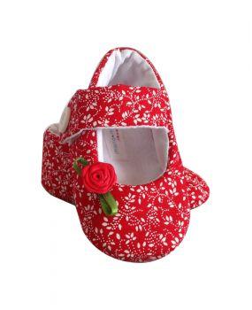 Sapatilha de bebê em tecido Baby Flower. Tamanhos de 0 a 12 meses. Fechamento em velcro e Acolchoamento interno. Sucesso de vendas.