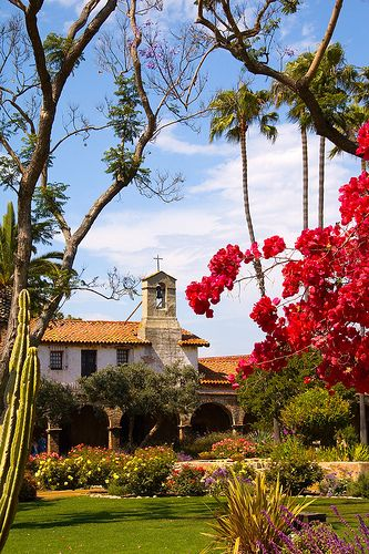 Mission San Juan Capistrano, CA is truly one of my favorite places on Earth. I mean that. If I ever move to the West Coast I will live in this city and NONE OTHER. San Juan Capistrano or nothin'. There is a lot to do if you want, but it's also quiet if you want to relax. Beautiful area, friendly people, lots of history, and the mission.... <3