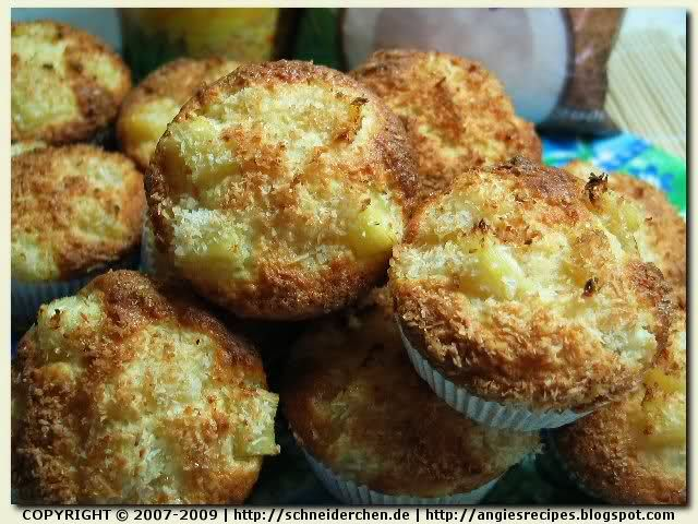 Pineapple Coconut Muffins | Snacks / Pains / Muffins | Pinterest