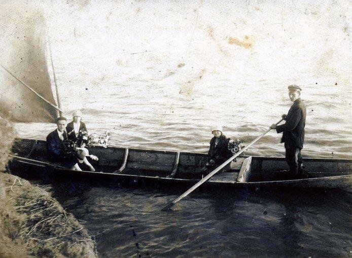 Przewóz Markowskich w Ostrówku koło Góry Kalwarii, lata 30-te XX wieku (ze zbiorów S. Zgagacz)