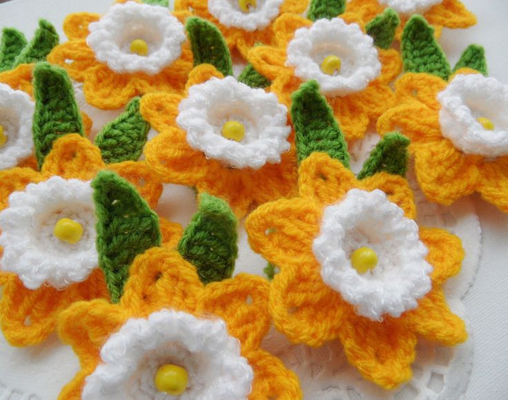 HAND CROCHET BROOCHES APPLIQUES - 10 PSC. OF YELLOW DAFFODIL FLOWERS