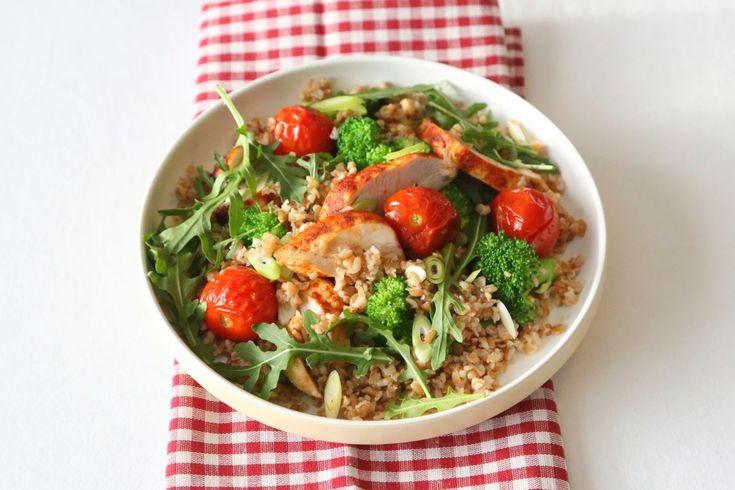 Lun kyllingsalat med spinat og hel hvete