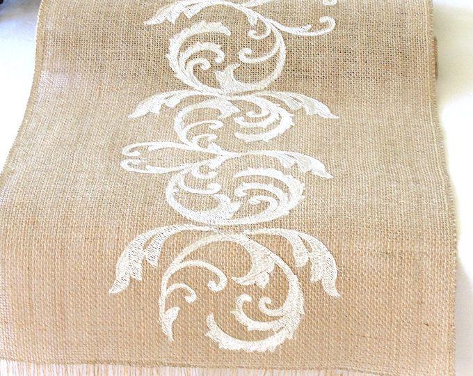 Natural arpillera corredor boda mesa camino de mesa con Marfil bordado rústico boda fiesta ropa de cama, hecho a mano en los E.e.u.u. por HotCocoaDesign