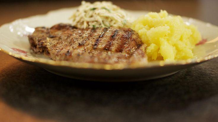 De oerklassieke combinatie van een heerlijk stuk vlees, verse groenten en die onmisbare aardappelen, het is en blijft lekker. Spieringkoteletten zijn budgetvriendelijk en bovendien bijzonder smakelijk. Gril de varkenslap in een gloeiend hete pan en gaar het vlees nog kort in de oven.
