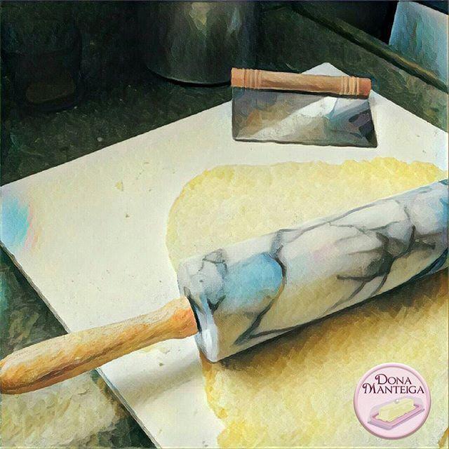 Bom dia e mão na massa. #tortas #barquete #detommasobr #pezzadolce 🌱🐟🐄🍫🍰 @donamanteiga #donamanteiga #danusapenna #amanteigadas #gastronomia #food #bolos #tortas www.donamanteiga.com.br