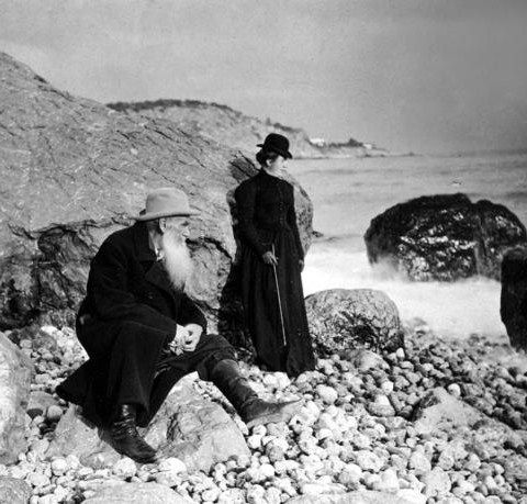 Leo Tolstoy (1828 – 1910) with his daughter Alexandra (1884 – 1979) in the Crimea, on the shore of the Black sea. 1901. #Leo_Tolstoy