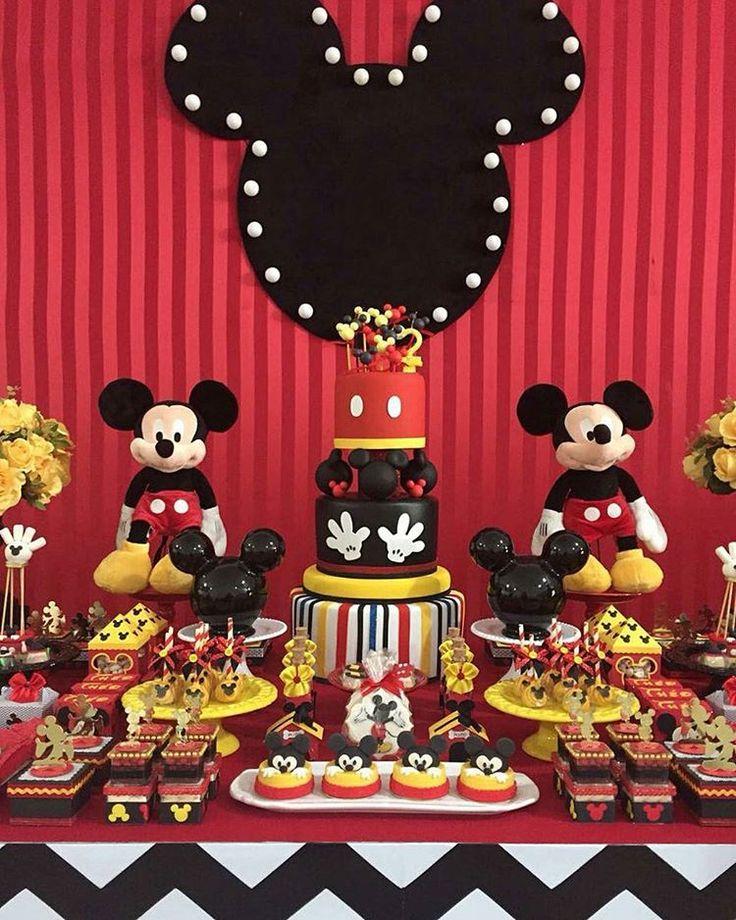 """4,309 Me gusta, 34 comentarios - BLOG FESTEJAR COM AMOR (@festejarcomamor) en Instagram: """"Festas com tema Mickey são perfeitas pois combina com meninos e com meninas de várias idades. Linda…"""""""