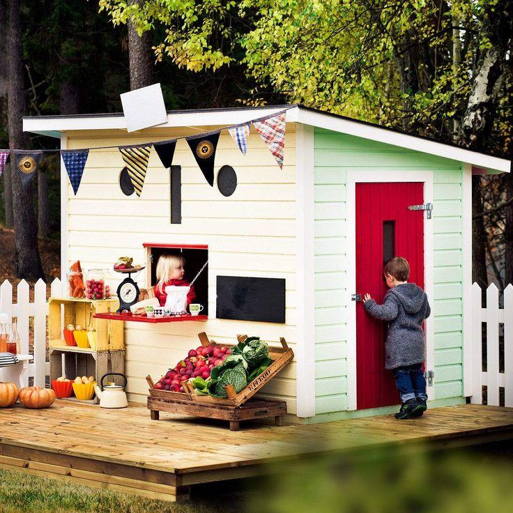 Jabo Happy Mini leikkimökki on suosittu leikkipaikka lapsille. Veikeän näköisessä leikkimökissä on pehmeästi sulkeutuva ulko-ovi sekä kioskiluukku, joka tuo uutta syvyyttä ja ideaa leikkimiseen.