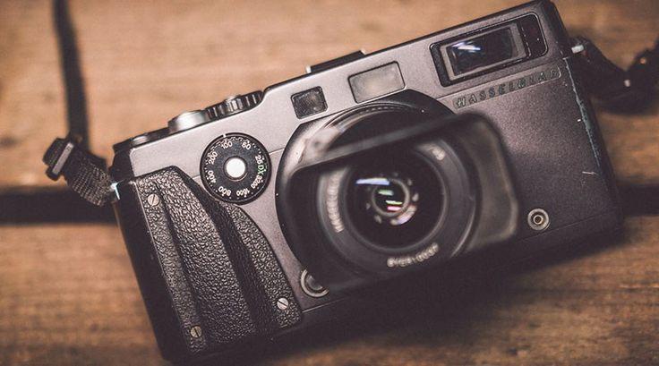 """Que tal uma câmera que usa ao mesmo tempo dois quadros do filme para fazer uma única foto panorâmica? Essa é uma das características mais importantes de uma das câmeras de visor do tipo """"rang…"""