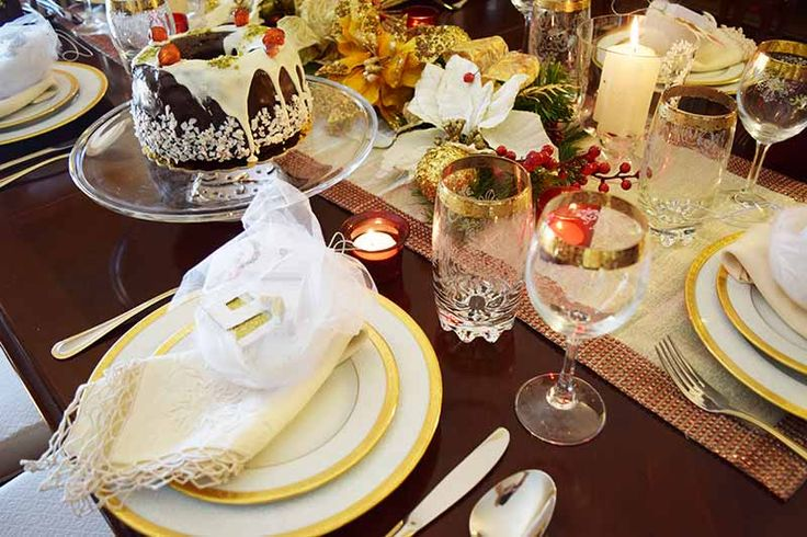 An elegant Christmas table on www.myonolifestyle.com