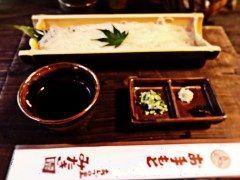 鳥取県智頭町にあるみたき園のソーメンです あっさりして美味しいです_ 知る人ぞ知る場所でなかなか普通の人にはわからないです 川森に面しておりそこで食事ができるのがすごいです_ なかなかの風情です 山菜が名物のようですが2000円からなのでうどんセット1080円とかソーメン800円で風情味わうのもいいかもです もし山菜セットしか見せられないときはうどんセットとかソーメンがあると聞いたんですかといった方がいいです みたき園 http://ift.tt/2bBzjMe  #鳥取県 #智頭町 #みたき園 #山菜 #ソーメン #うどん  tags[鳥取県]