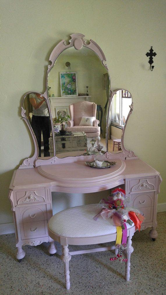 Best 25+ Pink Vanity Ideas On Pinterest   Antique Vanity Table, Vintage  Vanity And Vanity Table Vintage