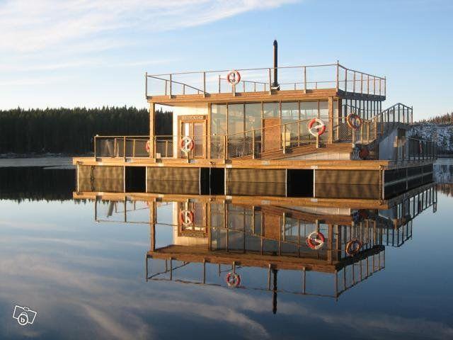 PONTONER Till din flotte arbetsplatform flyttande bastu hus resturang mm bara fantasin sätter gränserna bärkraft från 1 ton upp till 100tals ton pris ex 4,8m bärkraft ca 1 ton 4800:- 6m ponton bärkraft 1,6ton från 6800:- st pontoner finns eller polyt...