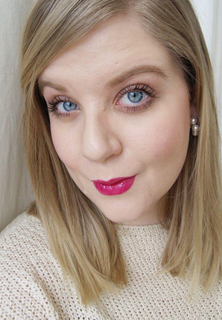 Light shimmer eyemakeup, rebel makeup revolutio lipgloss -http://www.liseemilia.com/
