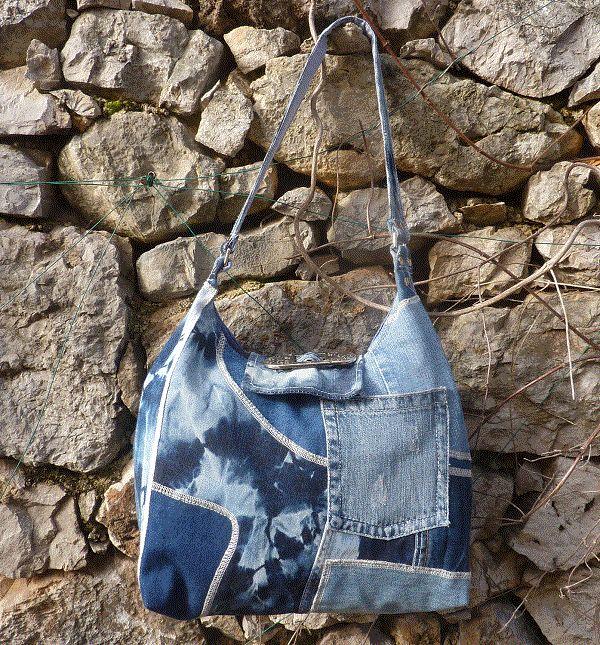 Grand sac de créateur modèle TEMPA. Un sac de jean bleu en savant patchwork, une forme tendance .. Que demander de plus à un sac ?