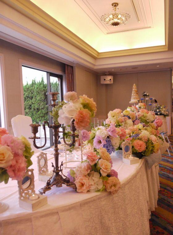 ふわふわの会場装花 ホテルニューオータニ 翠鳳の間さまへ : 一会 ウエディングの花