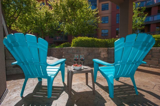 Imagine yourself relaxing with a glass of Okanagan wine while the kids run and play in the front courtyard.  Our Suite ~ Playa del Sol 370 ~ www.playadelsol370.com   #playadelsol370 #kelowna #vacation #rental