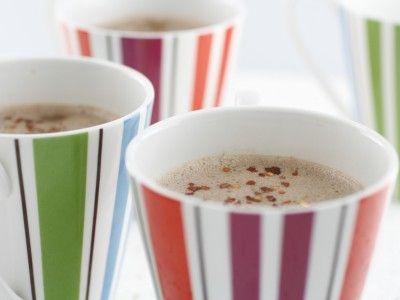 Değerli Lezzet Ustası okurları bu gün sütlü tatlılarımızdan sıcak çikolatalı süt tarifini sizlerle paylaşıyoruz.