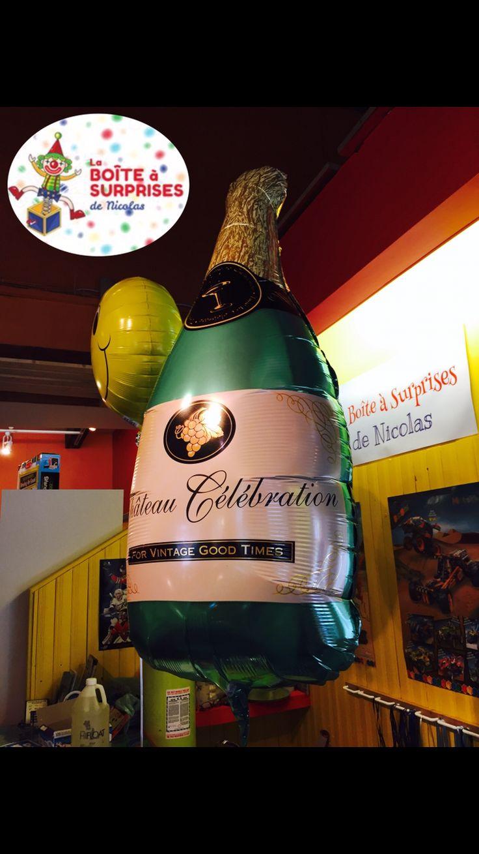 Ballons très populaires à la boutique de St-Sauveur , La grosse Bouteille de Champagne en Ballon à l'hélium!