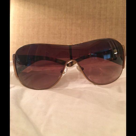 Óculos de sol Prada Great️ Grande par de óculos de sol Prada !! Desgaste normal. N …   – My Posh Picks