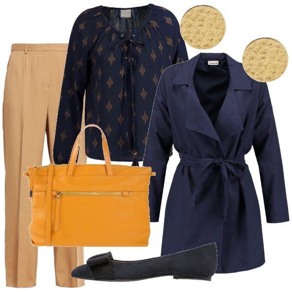 Pantaloni morbidi color cammello abbinati a una blusa color blu notte con fantasia beige e a un trench blu navy. Anche le ballerine, in pelle scamosciata e con un fiocco di gros grain sulla punta, sono blu. La borsa da lavoro, invece, da luce all'outfit con il suo giallo senape. Per finire, un paio di orecchini dorati a bottoncino.