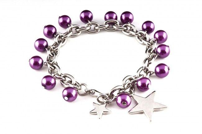 Bransoletka z perłami szklanymi i zawieszką - glass pearls chained star bracelet http://corallia.pl/bransoletki/bransoletka-z-perlami-szklanymi-i-zawieszka.html#.VNoIyS7Hg2g